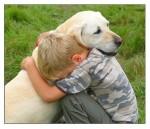 nino-abrazado-perro_0